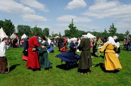 Kleding en mode in de Middeleeuwen